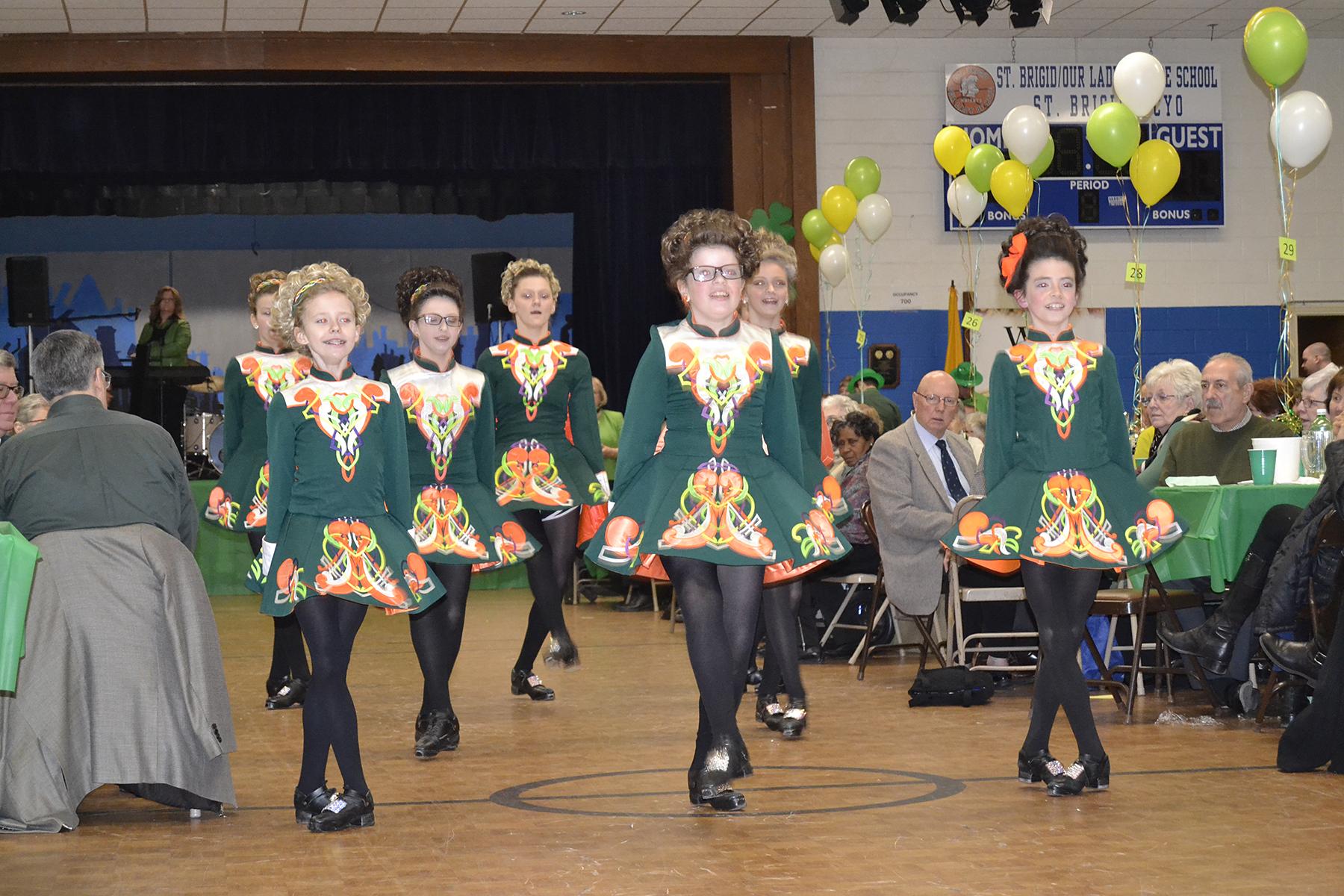 432_Dancers