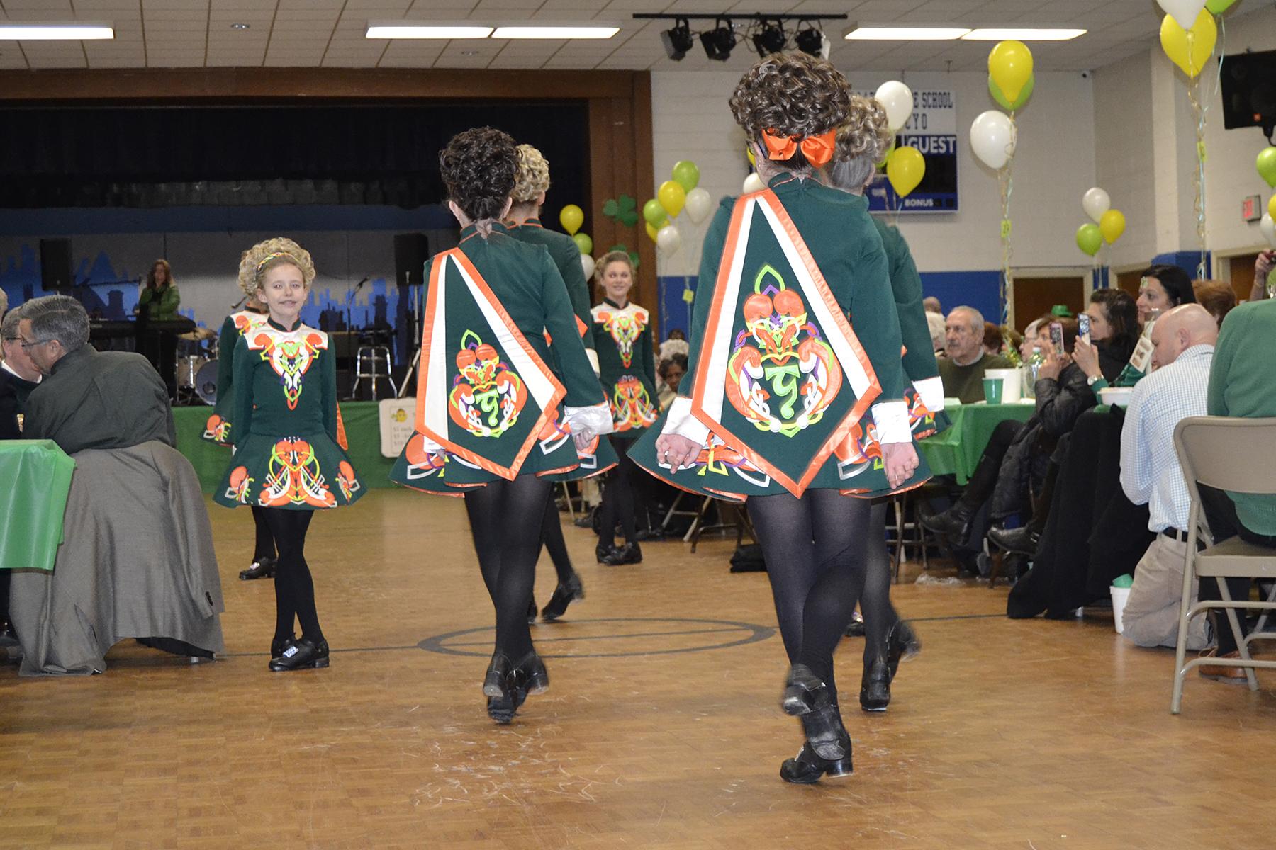 435_Dancers
